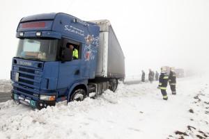 Havazás - Árokba csúszott egy kamion Veszprém megyében