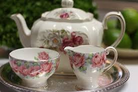 Néhány gyönyörű kerámia teáskészlet