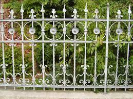 A kerítés, mint biztonsági rendszer és dekorációs elem