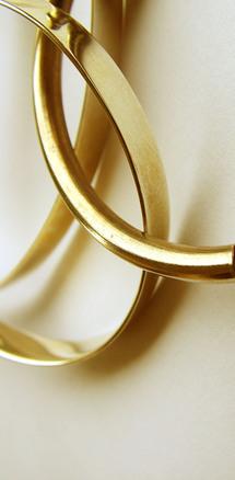 Különböző arany fülbevaló rendelhető online